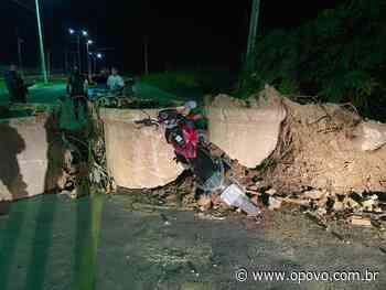 Casal morre após moto bater em barreira sanitária de Canindé - O POVO