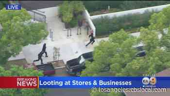 LAPD Officers Foot Chase After Looting In Hollywood - CBS Los Angeles