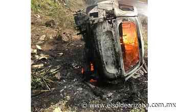 Vuelca camioneta y arde en cumbres de Tuxpango - El Sol de Orizaba