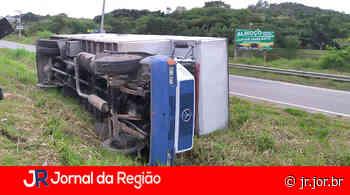 Caminhão tomba em rodovia em Jarinu   JORNAL DA REGIÃO - JORNAL DA REGIÃO - JUNDIAÍ