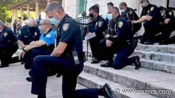 La policía en Florida se arrodilla por George Floyd tras su muerte - Marca Claro México