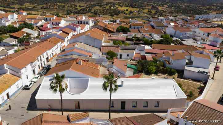 Studio Wet creates 40-metre-long linear house in Spanish village of Alosno