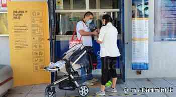 Giovane coppia di Reggio Emilia la prima a visitare l'Acquario di Cattolica - AltaRimini