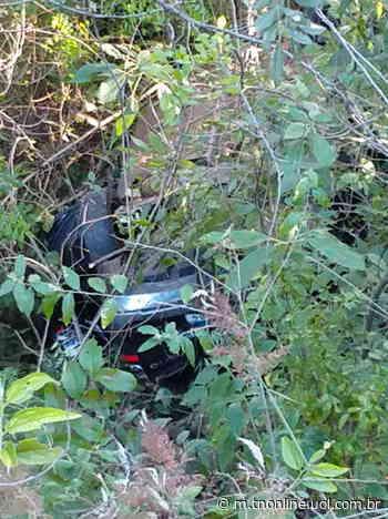 Um carro funerário com placas de Jardim Alegre capotou no fim da tarde deste domingo (31), - TNOnline