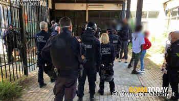 Tiburtino III, blitz all'ex centro d'accoglienza occupato: fermate 30 persone