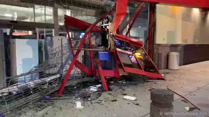 Looters Use Forklift To Break Into Best Buy At Solano Town Center