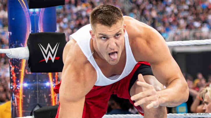Rob Gronkowski Loses WWE 24/7 Title To R-Truth on 'Raw' - Sports Illustrated