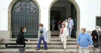 """Regresso """"ansioso"""" mas """"feliz"""" em igreja do Porto onde foi necessário marcar lugar - Diário de Notícias - Lisboa"""