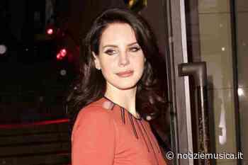 Lana Del Rey annuncia il titolo del nuovo album e risponde alle accuse di razzismo - Notizie Musica