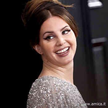 Lana Del Rey se la prende con Beyoncé e Ariana... - AMICA - La rivista moda donna