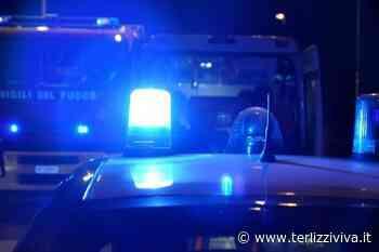 Fumo da una casa, Carabinieri-eroi portano fuori una bombola di gas - TerlizziViva