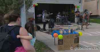 Coronavirus: Okotoks musicians rock out from driveways to support food bank - Globalnews.ca