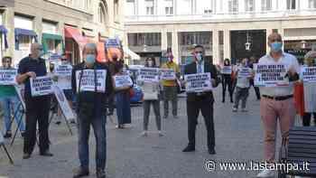 Nel giorno della Festa della Repubblica, anche a Vercelli il flash mob della Lega contro il governo - La Stampa