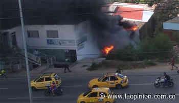 Fuerte incendio en una fabrica en Villa del Rosario - La Opinión Cúcuta