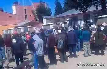 Pobladores de Eucaliptus protestaron en el centro médico de su región - Red Erbol
