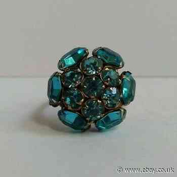 VINTAGE STERLING SILVER PRONG SET FACETED BLUE GLASS RHINESTONE RING