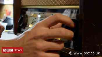 Coronavirus: Student repairs vintage radios during lockdown