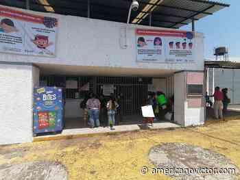 Mujeres y niños se manifiestan a las afueras del Cereso de Uruapan - www.americanovictor.com