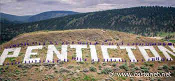Penticton grads take unforgettable, iconic photo - Penticton News - Castanet.net