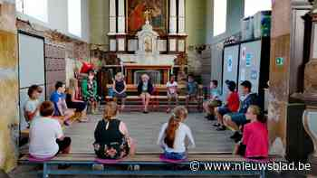 Leerlingen krijgen les in kerk (Zwalm) - Het Nieuwsblad