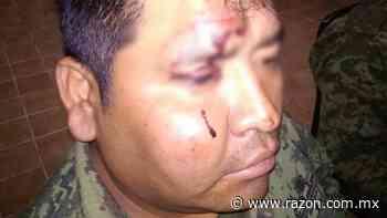 Multitud que saqueaba tren agrede a militares en San Juan del Rio - La Razon