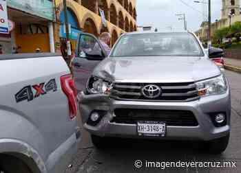 Chocan camioneta en pleno centro de Acayucan; un lesionado - Imagen de Veracruz