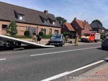 Auto rijdt betonpaal aan gruzelementen (Rijkevorsel) - Het Nieuwsblad