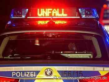 Apolda: Feuerwehr befreit Schwerverletzten aus Unfallauto - inSüdthüringen