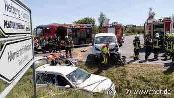 Schwerer Unfall bei Apolda: Mann eingeklemmt - MDR