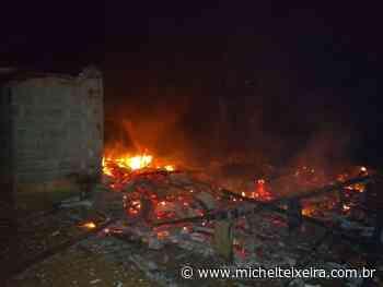Incêndio destrói residência de madeira no interior de Fraiburgo - Michel Teixeira