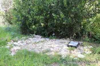 FOTO   Agropoli: il fossato del castello trasformato in discarica - Info Cilento