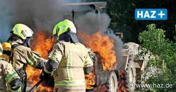Feuerwehreinsatz in der Wedemark: Radlader geht in Flammen auf - Hannoversche Allgemeine
