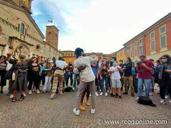 Reggio Emilia, in 200 in piazza per dire no al razzismo. FOTO - Reggionline