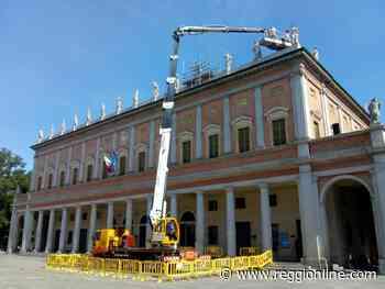 Reggio Emilia, tecnici al lavoro per curare le statue del teatro Valli. FOTO - Reggionline