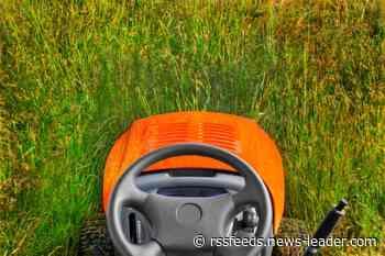 Marshfield man dies in lawn mower accident