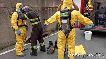 Voltri, sversamento chimico in via Lemerle: camion perde tanica di acido cloridrico - Genova24.it
