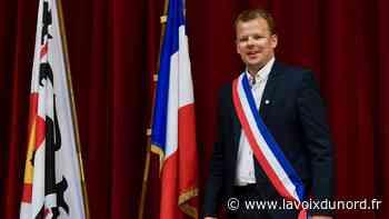 Bergues: Paul-Loup Tronquoy enfile sa première écharpe de maire - La Voix du Nord