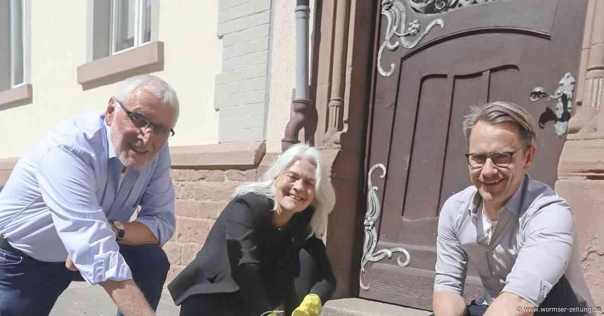 SPD-Ortsverein Worms West übernimmt Patenschaft für Stolpersteine - Wormser Zeitung