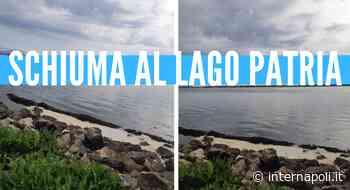 [Video]. Ci risiamo, sponde del lago Patria ricoperte da schiuma bianca - InterNapoli.it