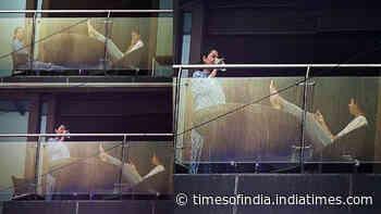 Suhana Khan and mommy Gauri Khan enjoy Mumbai rains with a little tete-a-tete on their balcony of Mannat