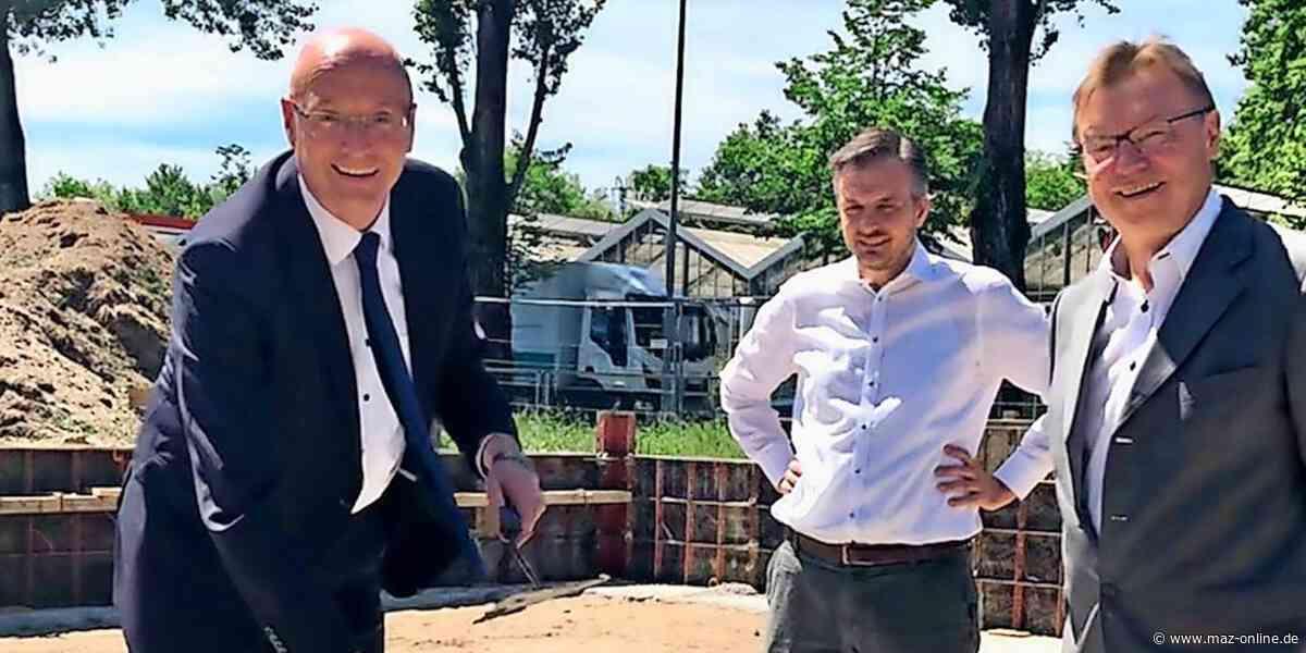 Grundsteinlegung - Grundstein für neue Rettungswache in Hennigsdorf gelegt - Märkische Allgemeine Zeitung