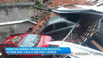Muro de arrimo desaba sob uma casa e destrói carros em Itabirito - R7