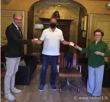 I Distretti Notarili Riuniti di Caltanissetta e Gela donano buoni spesa alla Caritas diocesana - Radio CL1