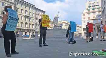 Due giugno, flash mob antimilitarista a Trieste - Il Piccolo