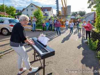 Mit Musik durch die Krise: Nachbarn in Straubenhardt und Neulingen musizieren gemeinsam - Pforzheimer Zeitung