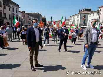 Mestre festeggia il 2 Giugno con un grande tricolore, simbolo dell'Italia che non si arrende. - Il Nuovo Terraglio