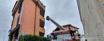 Maltempo, vigili del fuoco a Lissone per una lamiera pericolante sul tetto di un condominio - Il Cittadino di Monza e Brianza