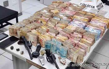 PM apreende em Alfenas R$ 688 mil roubados em agência bancária de Caldas - Alfenas Hoje