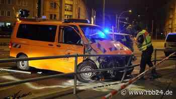 Nachtfahrt mit Martinshorn und Blaulicht endet mit Unfall - rbb-online.de