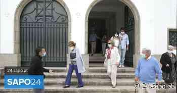 """Regresso """"ansioso"""" mas """"feliz"""" em igreja do Porto onde foi necessário marcar lugar - SAPO 24"""